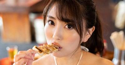森咲智美が水着でお酒【無料分】