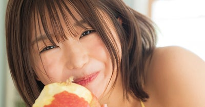 藤田ももが水着でリンゴの丸かじり【有料分】